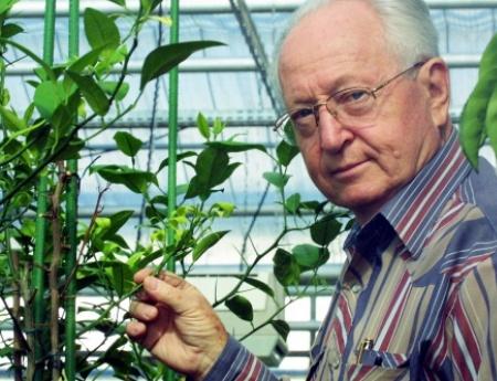 Morre cientista Joseph Bové, ícone da citricultura brasileira e mundial