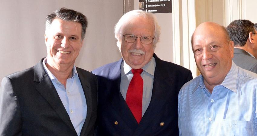 Um dos fundadores do Fundecitrus e da primeira indústria de suco do Brasil recebe homenagem em Araraquara