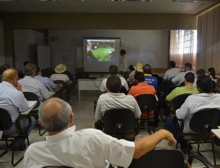 Fundecitrus realiza curso sobre controle de cancro cítrico em Ibitinga
