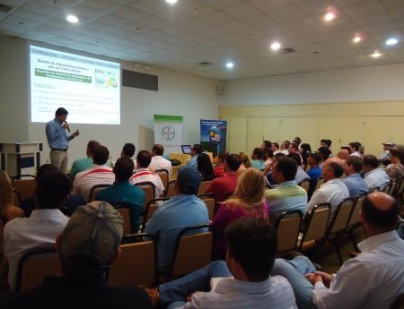 Encontro sobre manejo regional de greening reúne citricultores e consultores, em Avaré