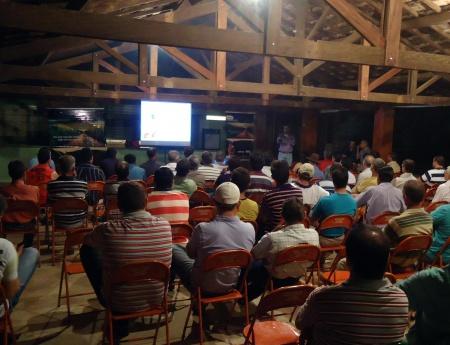 Palestra sobre carbendazim reúne mais de cem citricultores em Mogi Mirim