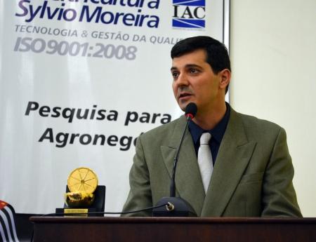 Pesquisador do Fundecitrus recebe prêmio de Engenheiro Agrônomo Destaque de 2013
