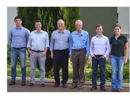 Assessor do Ministério da Ciência e Tecnologia visita o Fundecitrus para conhecer impactos do HLB