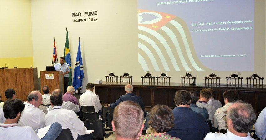Fundecitrus participa de reunião da ABCM sobre a nova legislação de cancro cítrico em São Paulo