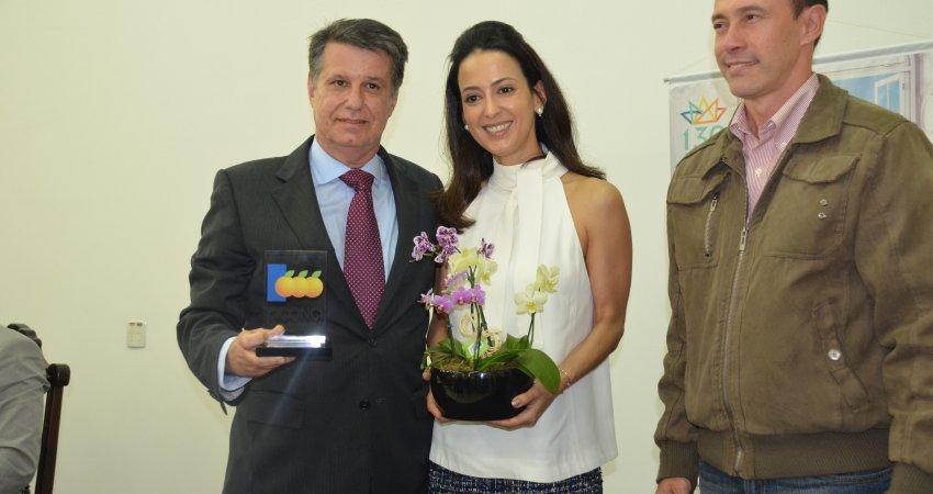 Gerente do Fundecitrus recebe prêmio na abertura da 39ª Semana da Citricultura