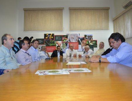 Secretário Estadual de Agricultura visita o Fundecitrus