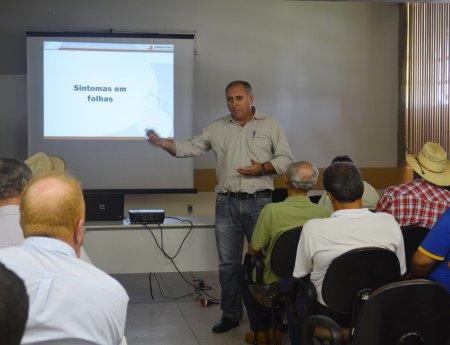 Engenheiro agrônomo do Fundecitrus dá palestra sobre cancro cítrico e greening em Goiás