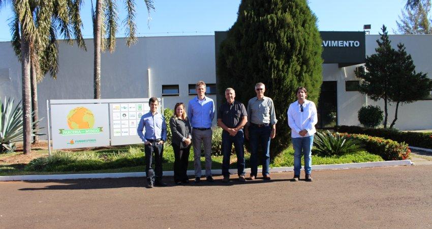Representantes da Coca-Cola e da Pepsico visitam o Fundecitrus para conhecer pesquisas e ações para o controle do greening na citricultura paulista