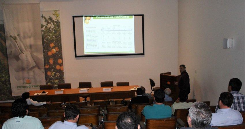 Aluno do MasterCitrus apresenta dissertação sobre doses de óleo mineral e resina orgânica no controle de pinta preta