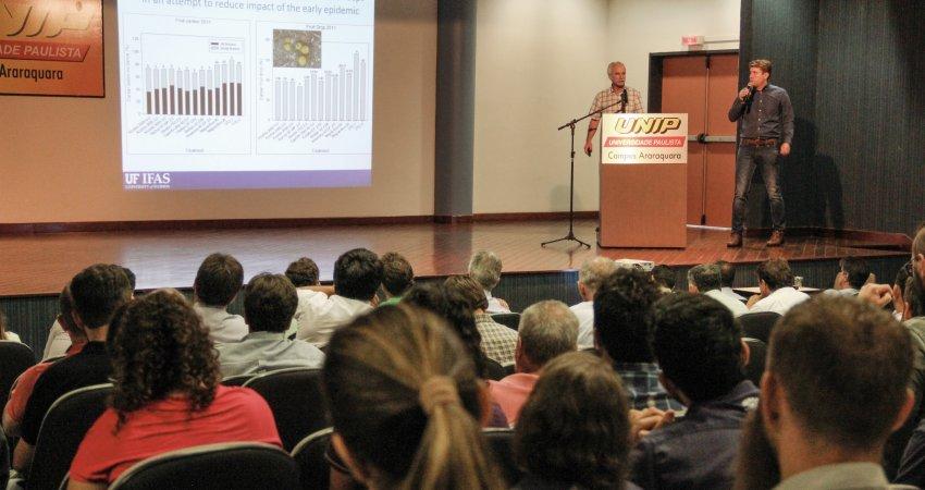 Seminário internacional sobre a citricultura da Flórida reúne mais de 120 pessoas em Araraquara