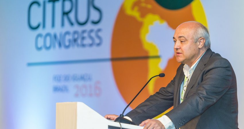 Pesquisadores do Fundecitrus abordam HLB em palestras no Congresso Internacional