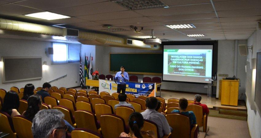 Pesquisador do Fundecitrus participa de I Encontro de Biomatemática da Unicamp