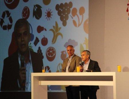 Pesquisador do Fundecitrus dá palestra em simpósio de horticultura, no México
