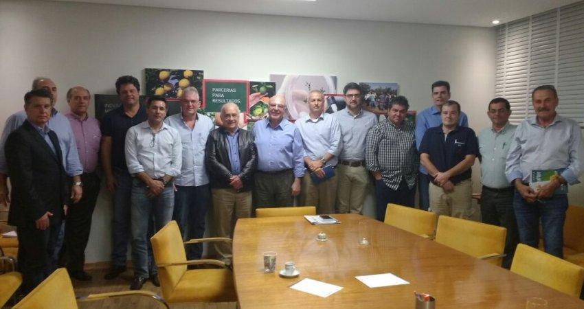 Secretário de Agricultura e Abastecimento de São Paulo participa de reunião sobre o controle de greening no Fundecitrus